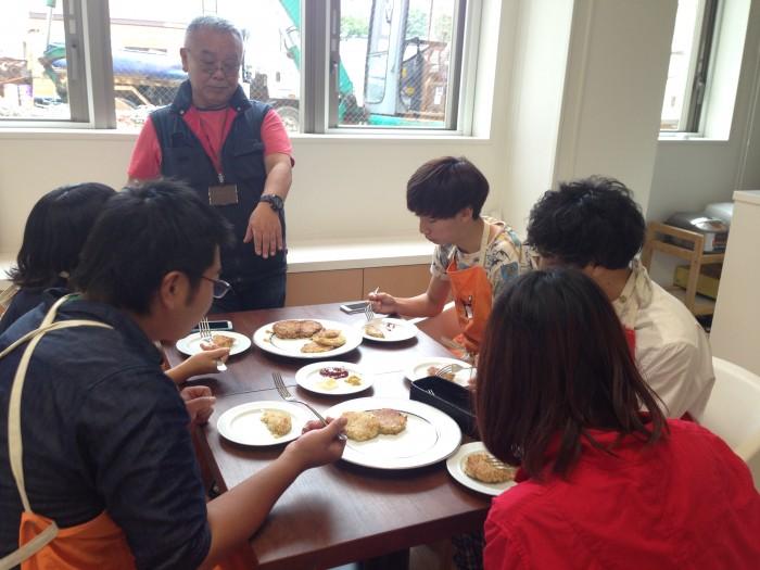 画面中央が南極料理人西村淳さん